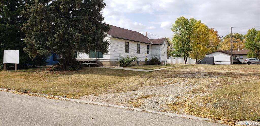 Main Photo: 311 3rd Avenue East in Lampman: Residential for sale : MLS®# SK826614