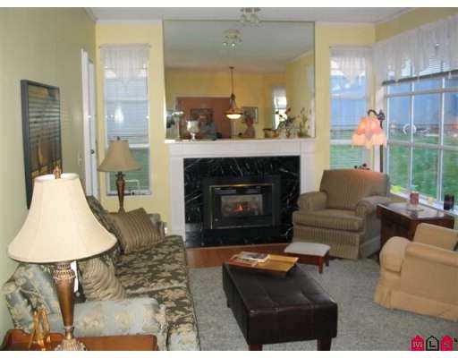 "Photo 4: Photos: 102 15131 BUENA VISTA Avenue in White_Rock: White Rock Condo for sale in ""Bay Pointe"" (South Surrey White Rock)  : MLS®# F2727209"