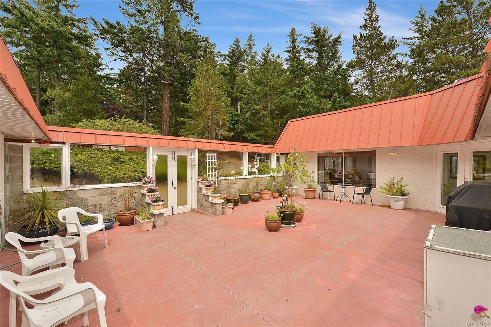 Photo 2: Photos: 172 Cliffside Rd in : GI Saturna Island House for sale (Gulf Islands)  : MLS®# 857035
