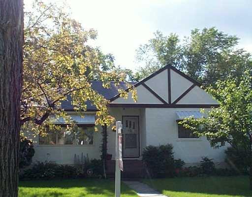 Main Photo: 354 MOORGATE Street in Winnipeg: St James Single Family Detached for sale (West Winnipeg)  : MLS®# 2510929