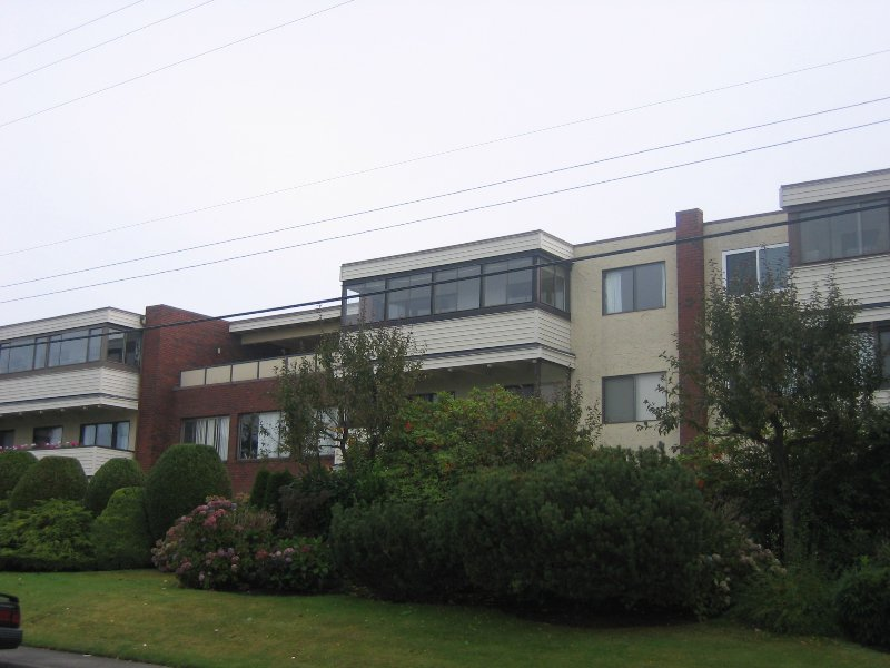 "Main Photo: 313 1448 FIR Street in White_Rock: White Rock Condo for sale in ""THE DORCHESTER"" (South Surrey White Rock)  : MLS®# F2725801"