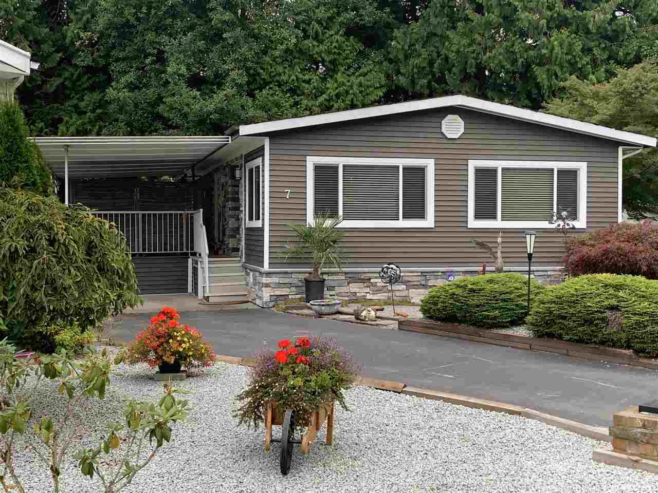"""Main Photo: 7 2315 198 Street in Langley: Brookswood Langley Manufactured Home for sale in """"Dear Creek Estates"""" : MLS®# R2414714"""