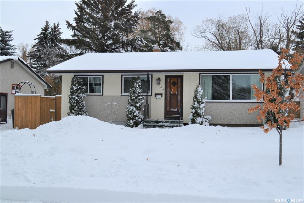 Main Photo: 33 McLellan Avenue in Saskatoon: Brevoort Park Residential for sale : MLS®# SK833408