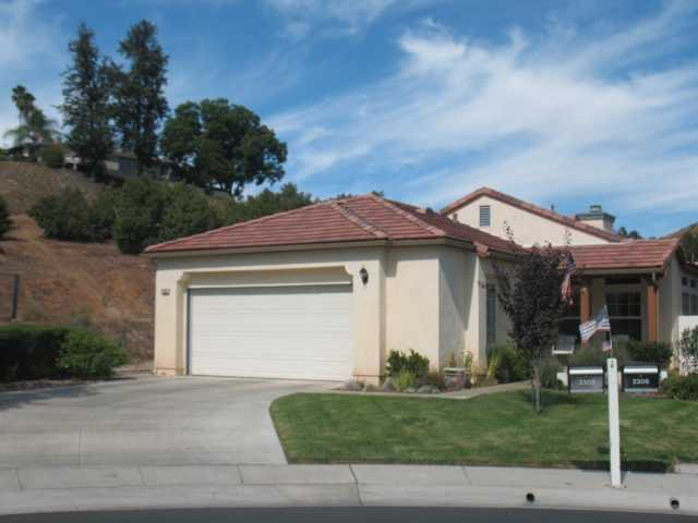 Main Photo: EAST ESCONDIDO House for sale : 3 bedrooms : 2302 Fallbrook Pl. in Escondido