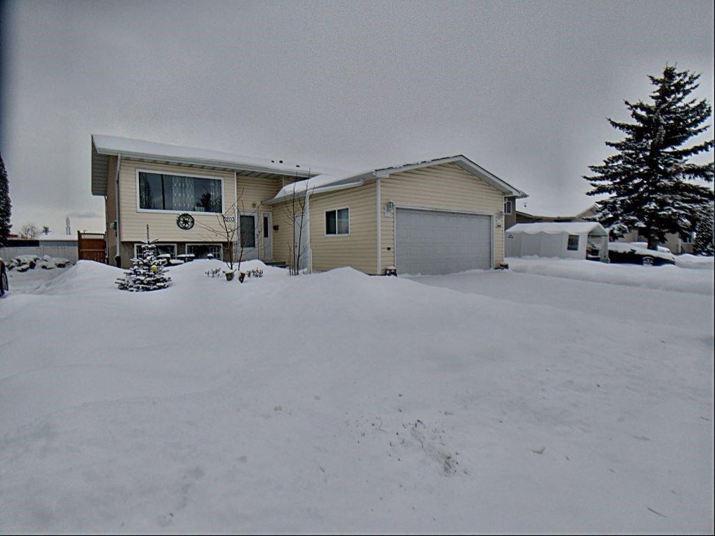Main Photo: 3203 35 Street in Edmonton: Zone 29 House for sale : MLS®# E4184093