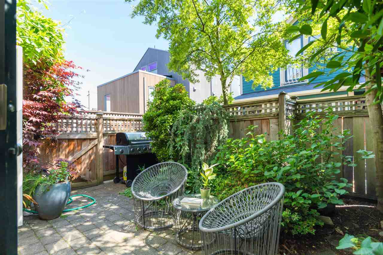 Photo 11: Photos: 660 UNION STREET in Vancouver: Strathcona Townhouse for sale (Vancouver East)  : MLS®# R2457114