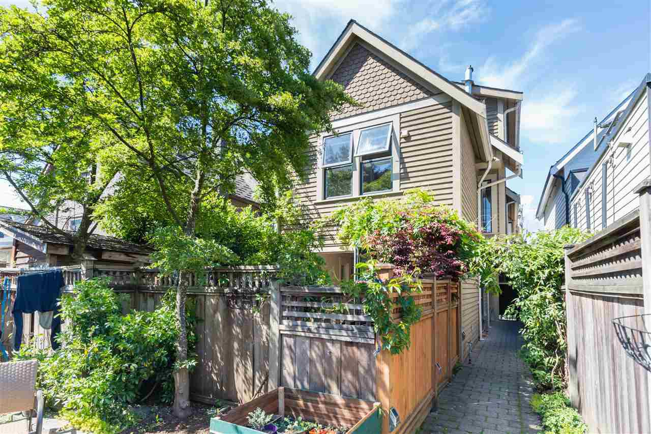Photo 2: Photos: 660 UNION STREET in Vancouver: Strathcona Townhouse for sale (Vancouver East)  : MLS®# R2457114