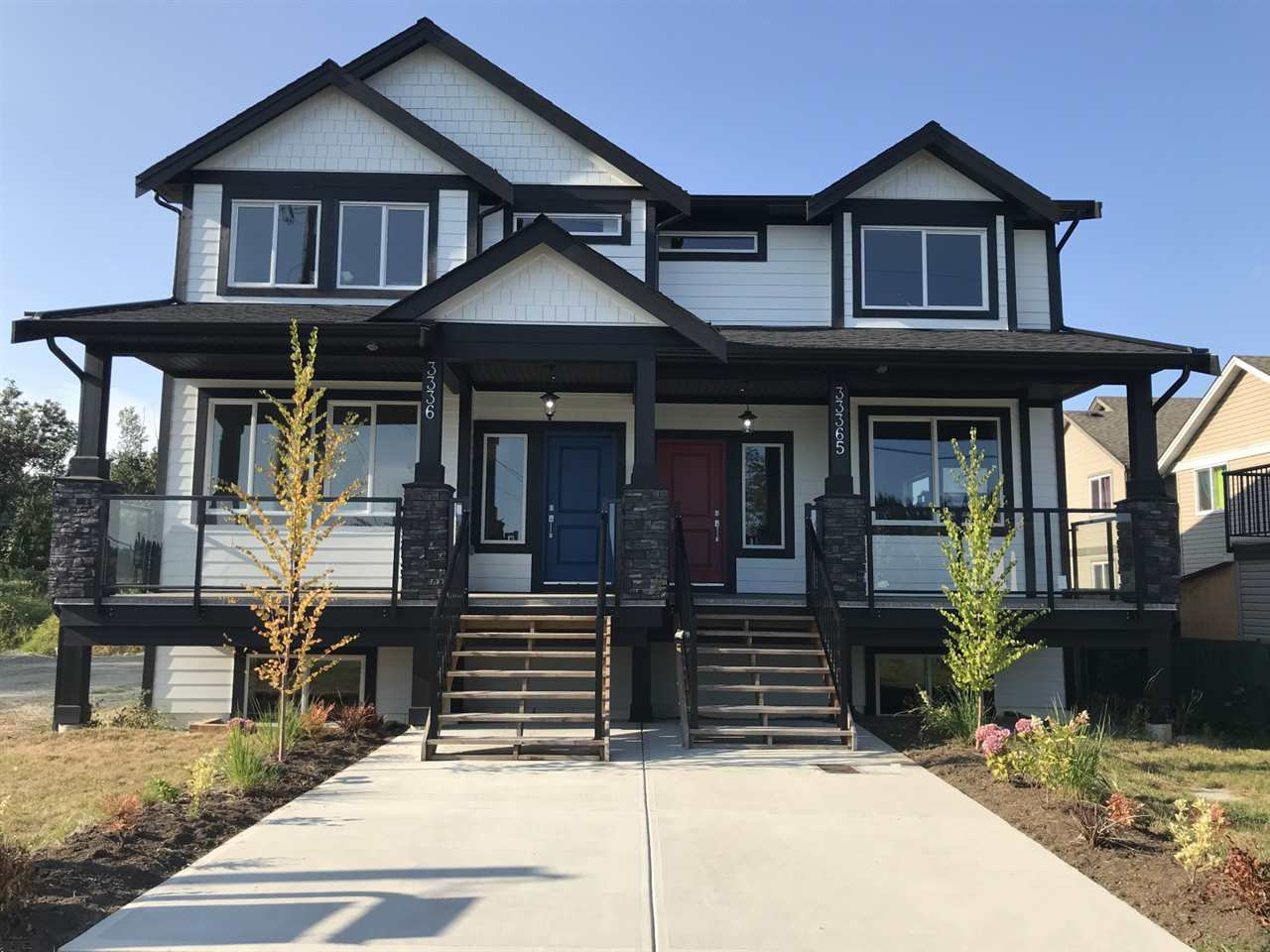 Main Photo: A 33365 5TH Avenue in Mission: Mission BC 1/2 Duplex for sale : MLS®# R2430022