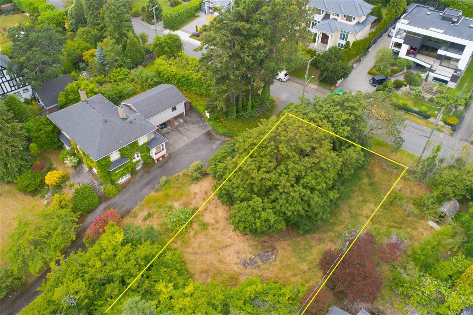 Main Photo: 1535 Montgomery Ave in : Vi Rockland Land for sale (Victoria)  : MLS®# 851868