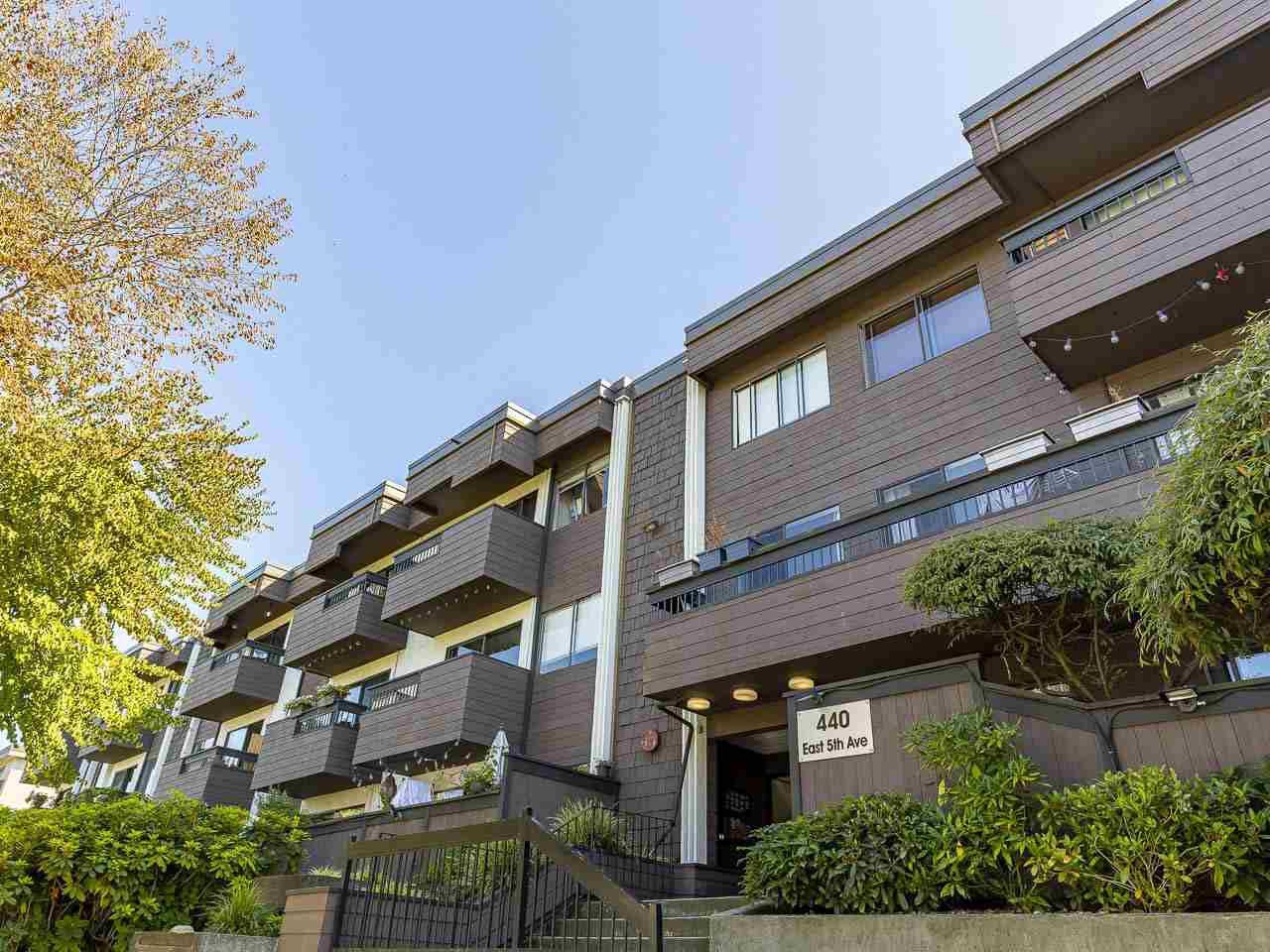 "Main Photo: 303 440 E 5TH Avenue in Vancouver: Mount Pleasant VE Condo for sale in ""Landmark Manor"" (Vancouver East)  : MLS®# R2400226"