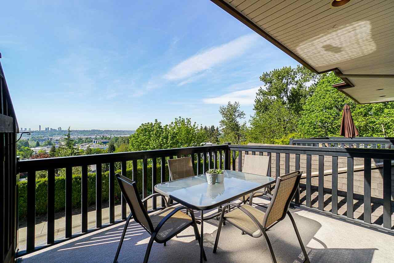 """Main Photo: 2 320 DECAIRE Street in Coquitlam: Central Coquitlam Townhouse for sale in """"THE OUTLOOK"""" : MLS®# R2404502"""
