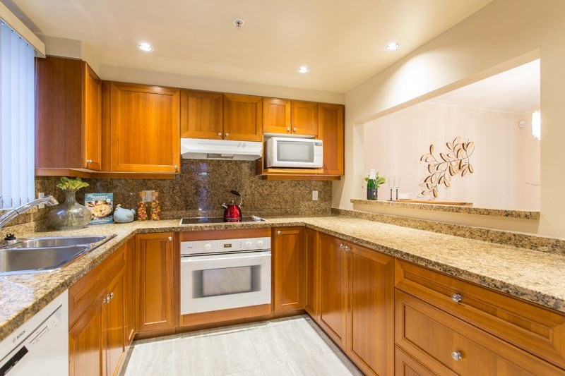 Photo 12: Photos: 401 638 W 45TH Avenue in Vancouver: Oakridge VW Condo for sale (Vancouver West)  : MLS®# R2423113