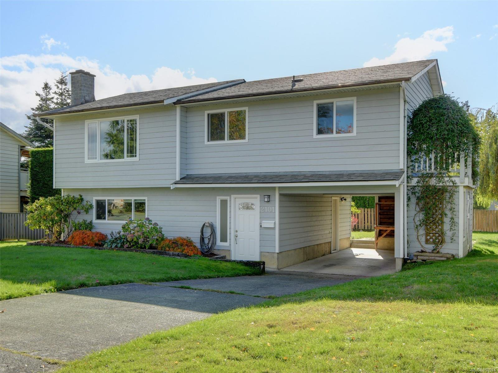 Main Photo: 2101 Rennie Pl in : Si Sidney South-West House for sale (Sidney)  : MLS®# 858574