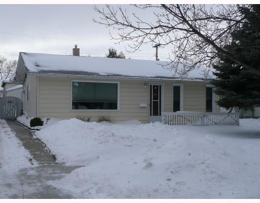 Main Photo: 908 CONSOL Avenue in WINNIPEG: East Kildonan Residential for sale (North East Winnipeg)  : MLS®# 2800154