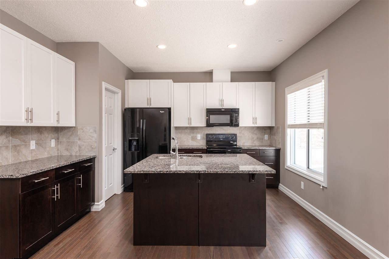 Main Photo: 53 2003 Rabbit Hill Road in Edmonton: Zone 14 Townhouse for sale : MLS®# E4195457