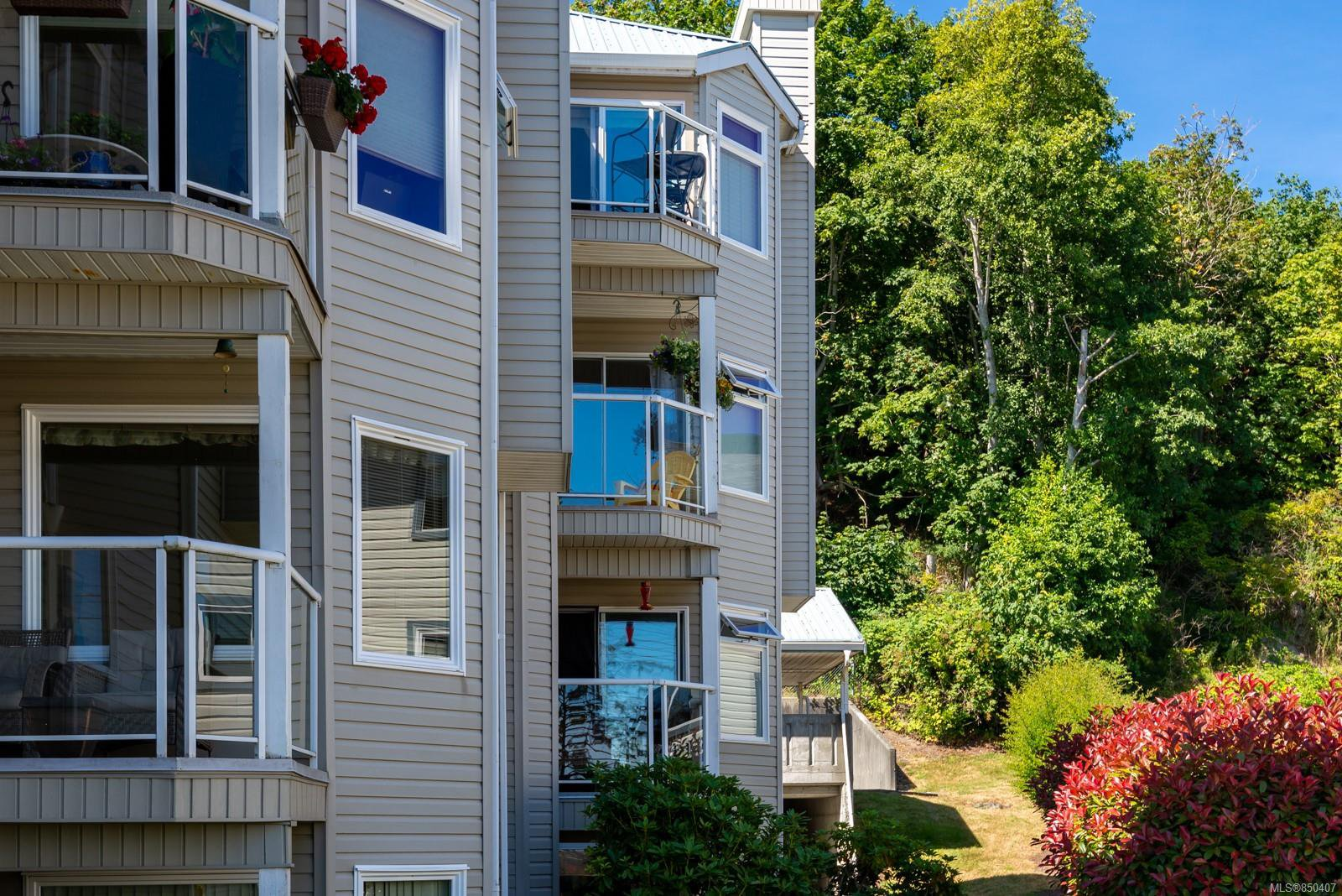 Main Photo: 301A 650 S Island Hwy in : CR Campbell River Central Condo Apartment for sale (Campbell River)  : MLS®# 850407