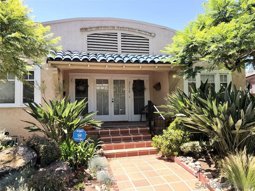 Main Photo: MISSION HILLS House for sale : 2 bedrooms : 3752 Hawk St in San Diego