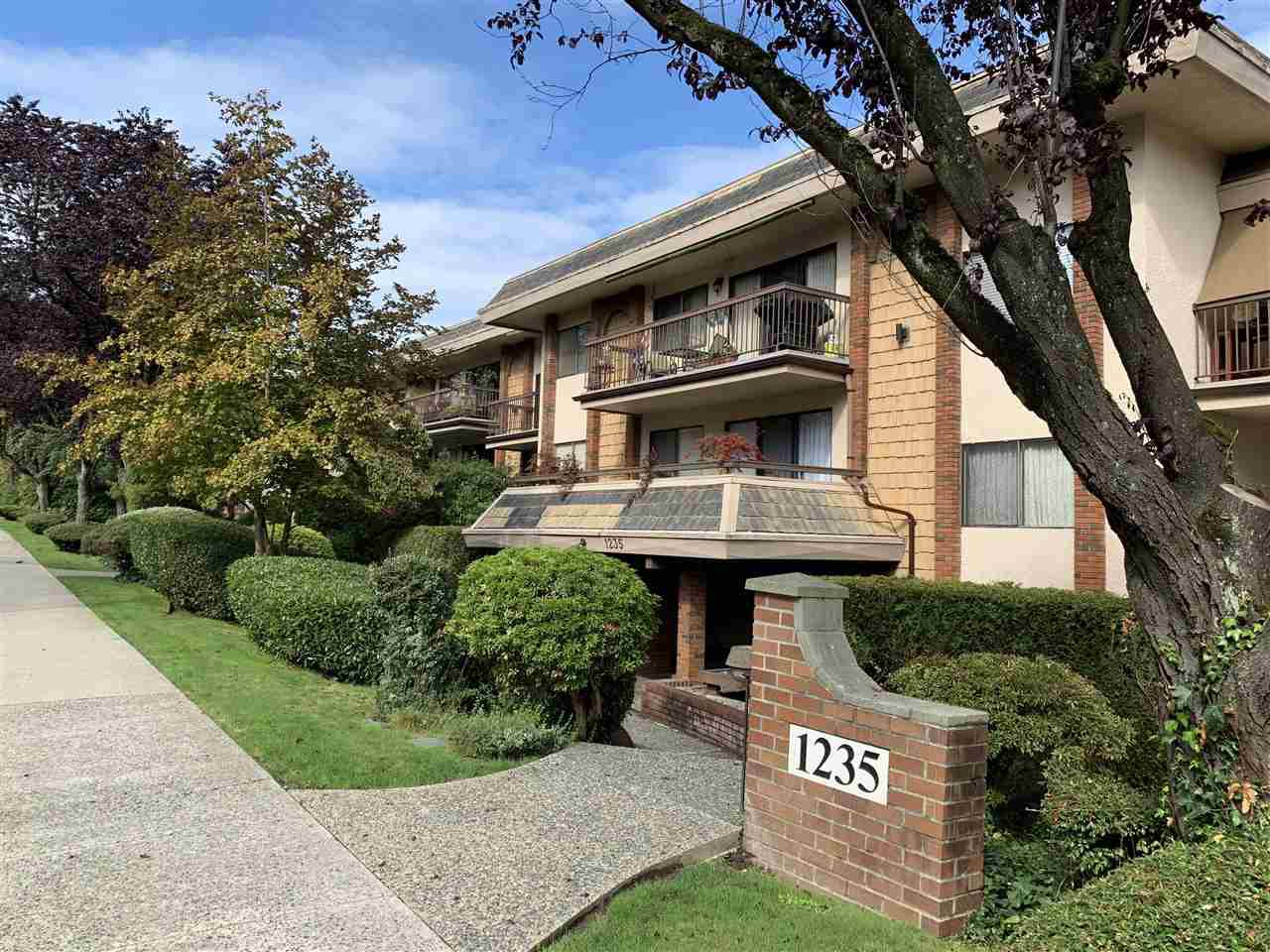 """Main Photo: 217 1235 W 15TH Avenue in Vancouver: Fairview VW Condo for sale in """"Shaughnessy"""" (Vancouver West)  : MLS®# R2406247"""