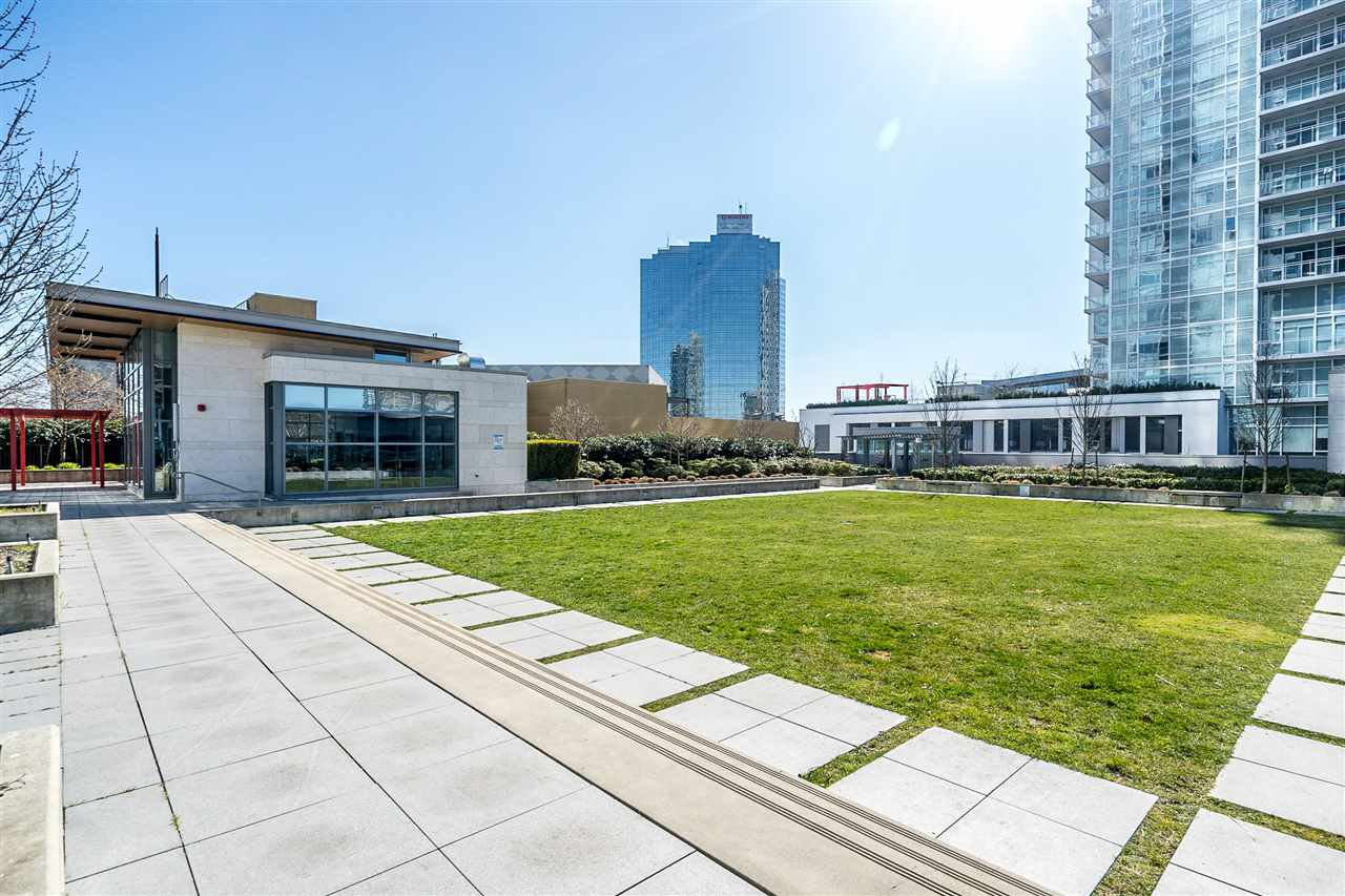 """Main Photo: 3301 4688 KINGSWAY in Burnaby: Metrotown Condo for sale in """"STATION SQUARE"""" (Burnaby South)  : MLS®# R2446499"""