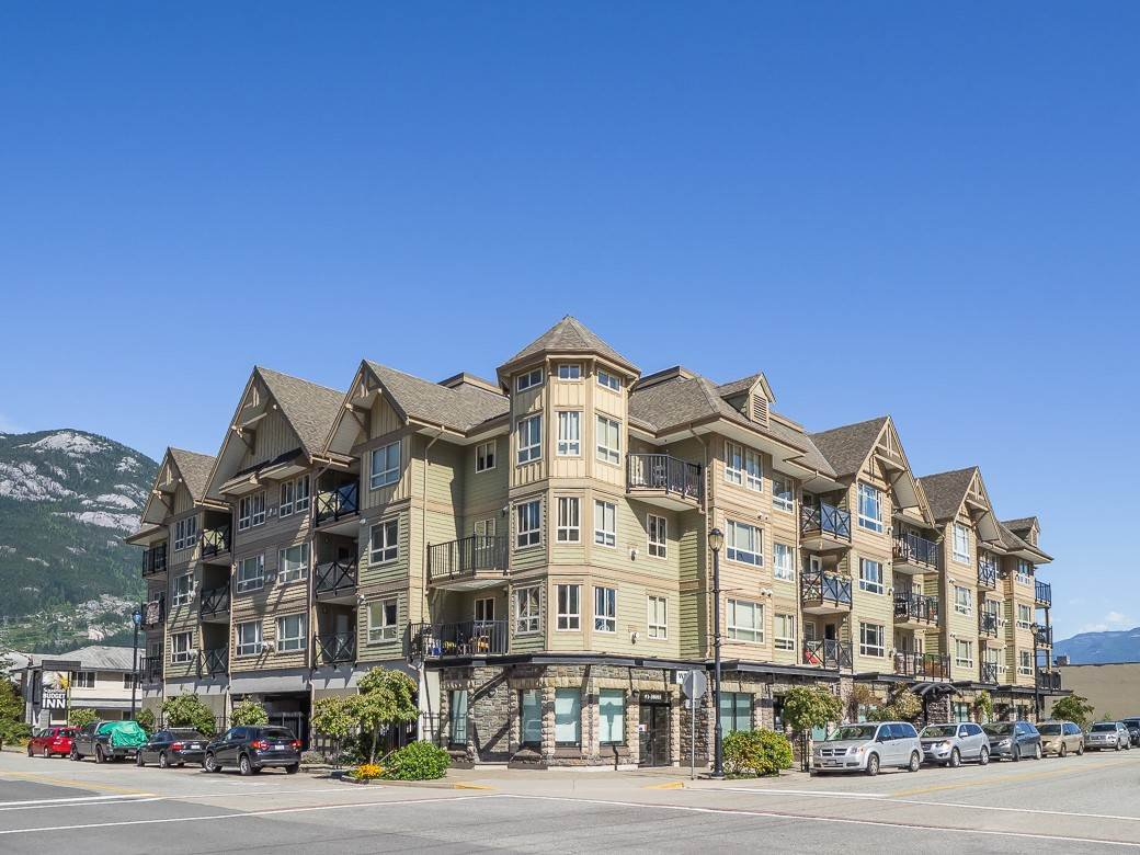 """Main Photo: 206 38003 SECOND Avenue in Squamish: Downtown SQ Condo for sale in """"SQUAMISH POINTE"""" : MLS®# R2517505"""