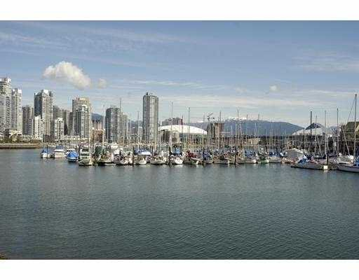 """Main Photo: 834 MILLBANK BB in Vancouver: False Creek Townhouse for sale in """"HEATHER POINT"""" (Vancouver West)  : MLS®# V638962"""