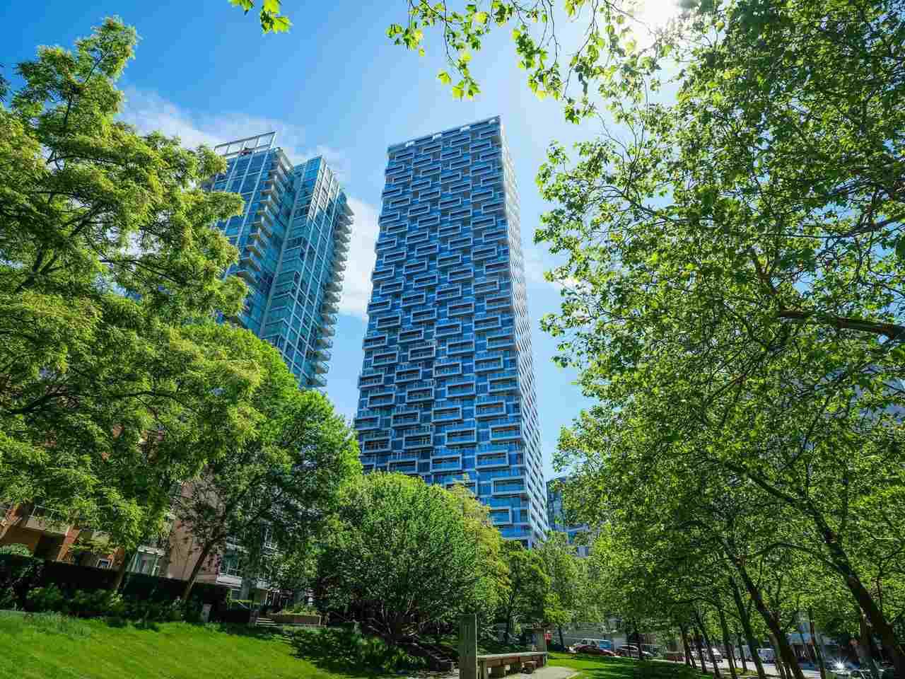 Main Photo: 2102 1480 HOWE Street in Vancouver: Yaletown Condo for sale (Vancouver West)  : MLS®# R2454906