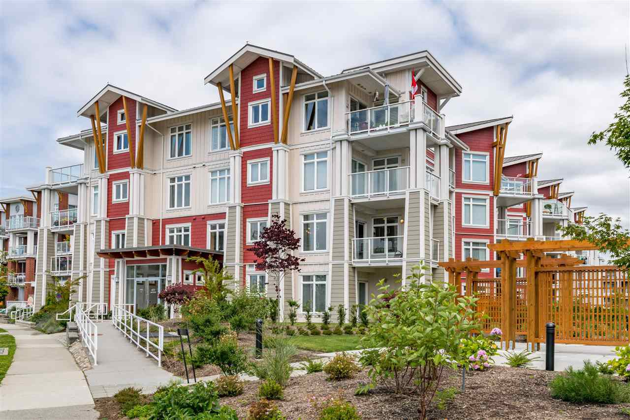 """Main Photo: 214 4211 BAYVIEW Street in Richmond: Steveston South Condo for sale in """"THE VILLAGE AT IMPERIAL LANDING"""" : MLS®# R2472507"""
