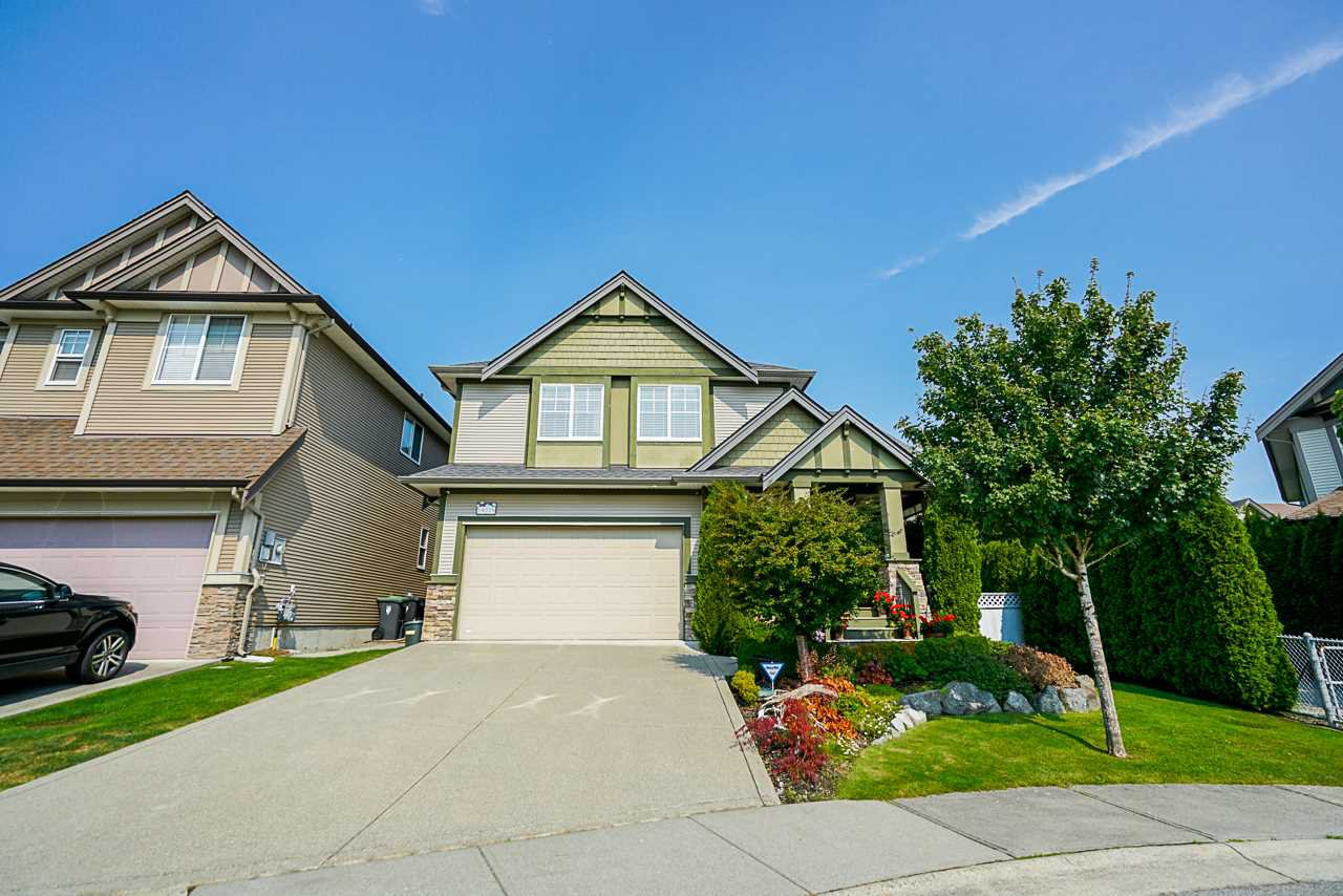 Main Photo: 19729 69B Avenue in Langley: Willoughby Heights House for sale : MLS®# R2494694