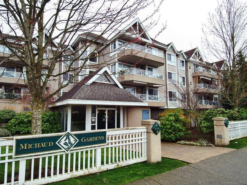 "Main Photo: 305 5556 201A Street in Langley: Langley City Condo for sale in ""MICHAUD GARDENS"" : MLS®# F2705422"