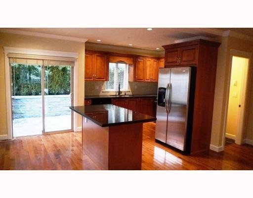 Photo 4: Photos: 3115 SUNNYHURST RD in North Vancouver: Condo for sale : MLS®# V753747