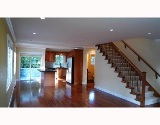 Photo 3: Photos: 3115 SUNNYHURST RD in North Vancouver: Condo for sale : MLS®# V753747