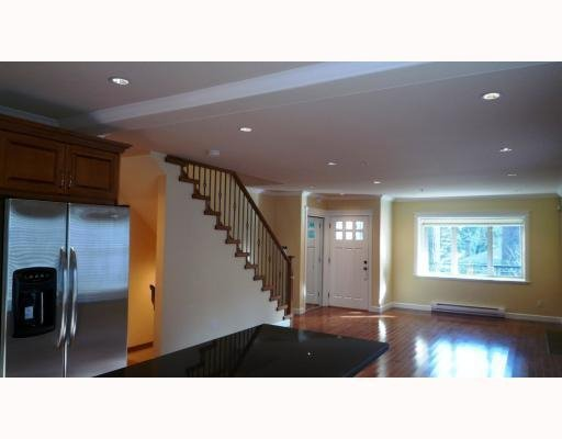 Photo 5: Photos: 3115 SUNNYHURST RD in North Vancouver: Condo for sale : MLS®# V753747