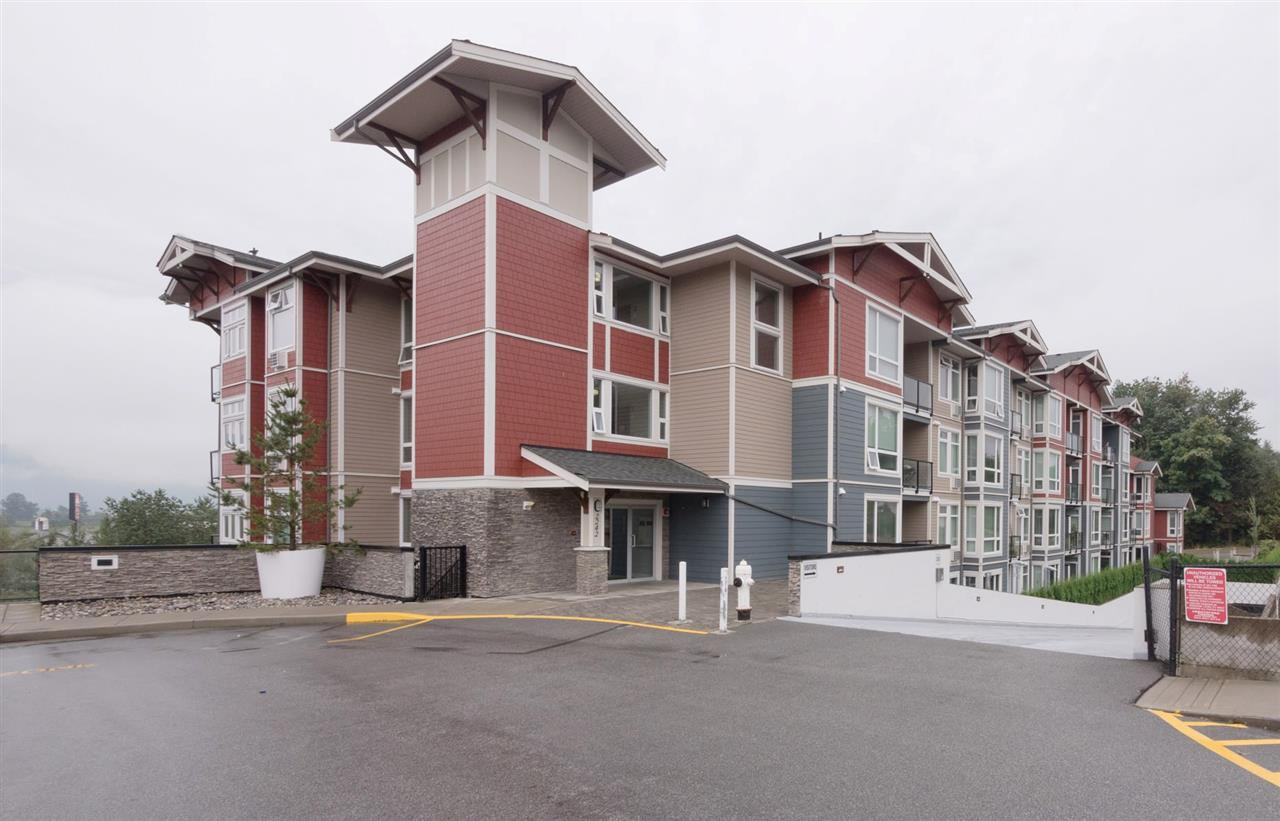 Main Photo: 110 2242 WHATCOM Road in Abbotsford: Abbotsford East Condo for sale : MLS®# R2399148