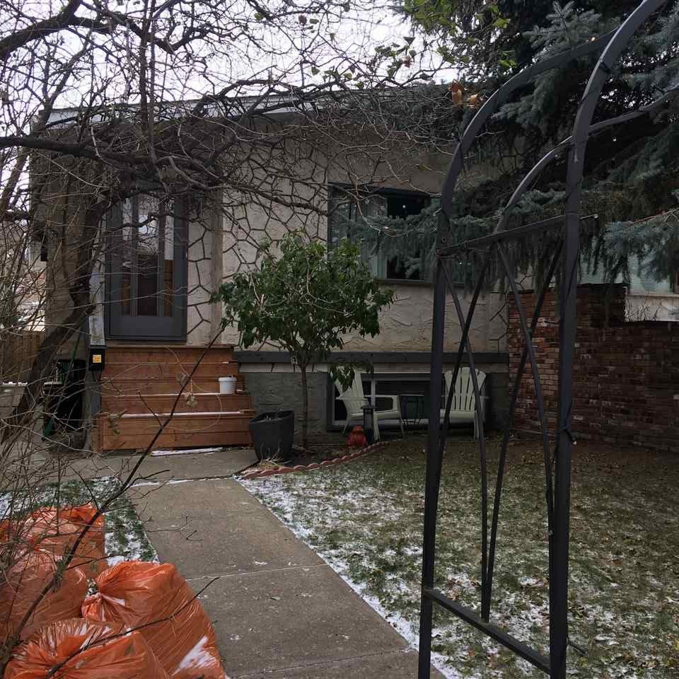 Main Photo: 10206 90 Street in Edmonton: Zone 13 House Half Duplex for sale : MLS®# E4178514