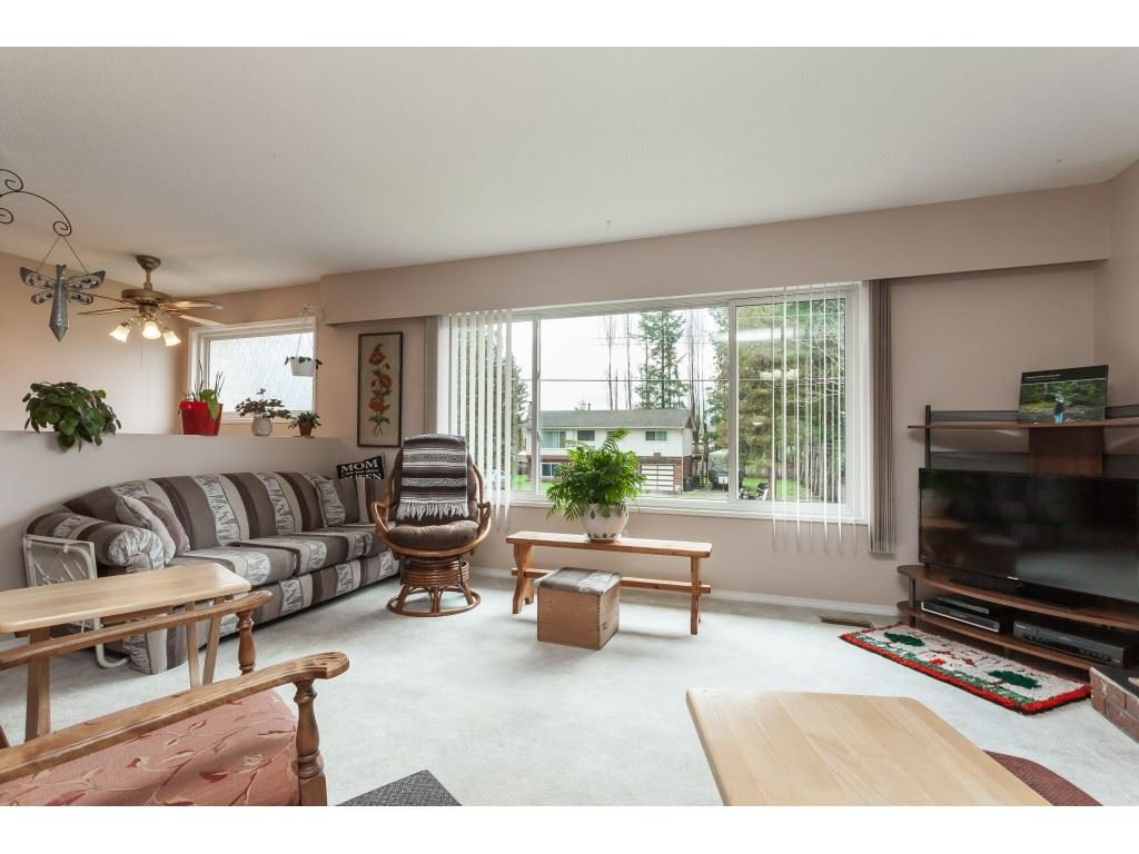 Photo 5: Photos: 27139 28A Avenue in Langley: Aldergrove Langley House for sale : MLS®# R2437213