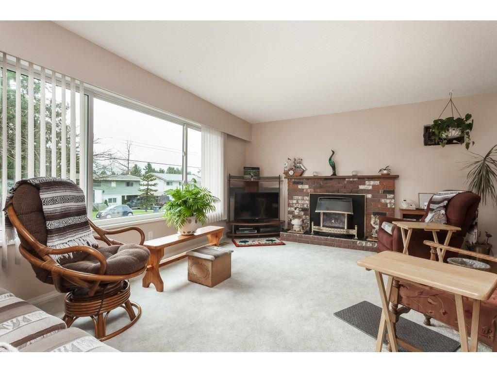 Photo 3: Photos: 27139 28A Avenue in Langley: Aldergrove Langley House for sale : MLS®# R2437213