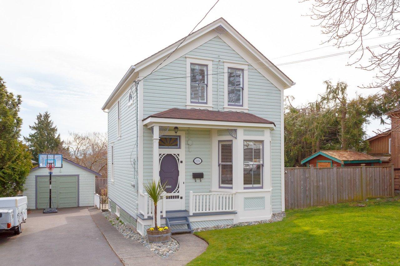 Main Photo: 3251 Harriet Road in VICTORIA: SW Rudd Park Single Family Detached for sale (Saanich West)  : MLS®# 422148