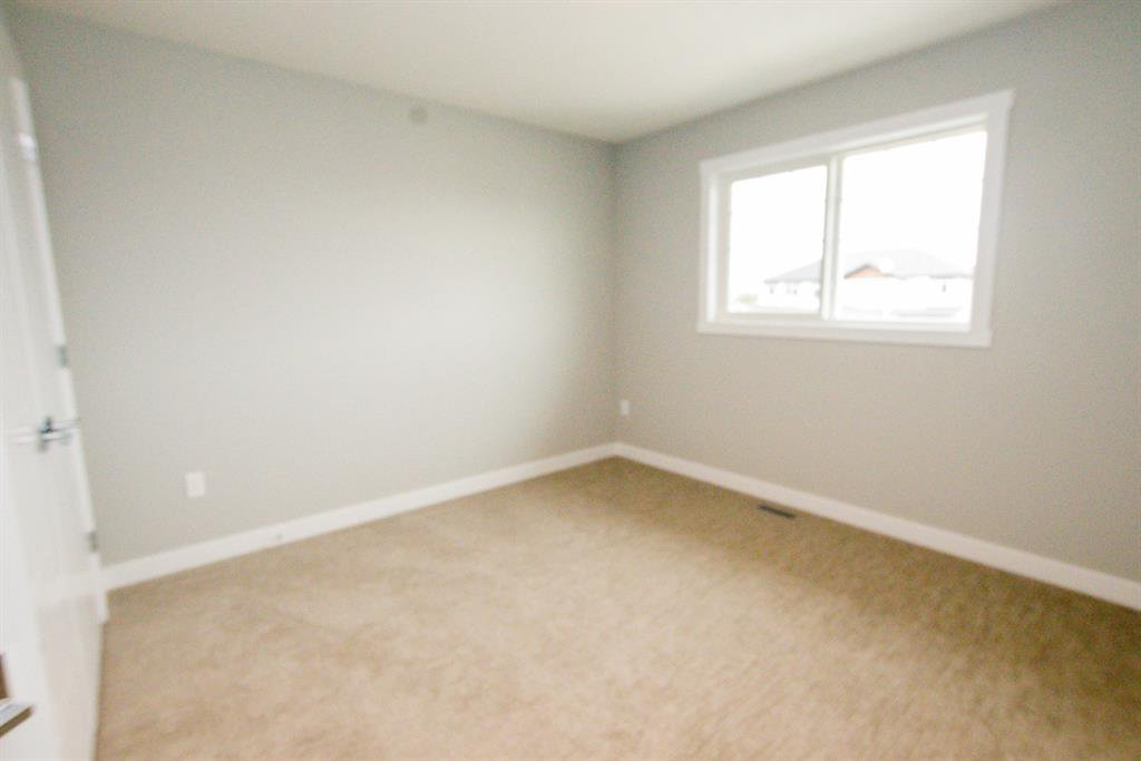Photo 19: Photos: 34 N Cameron Close in Sylvan Lake: Crestview Residential for sale : MLS®# A1012845