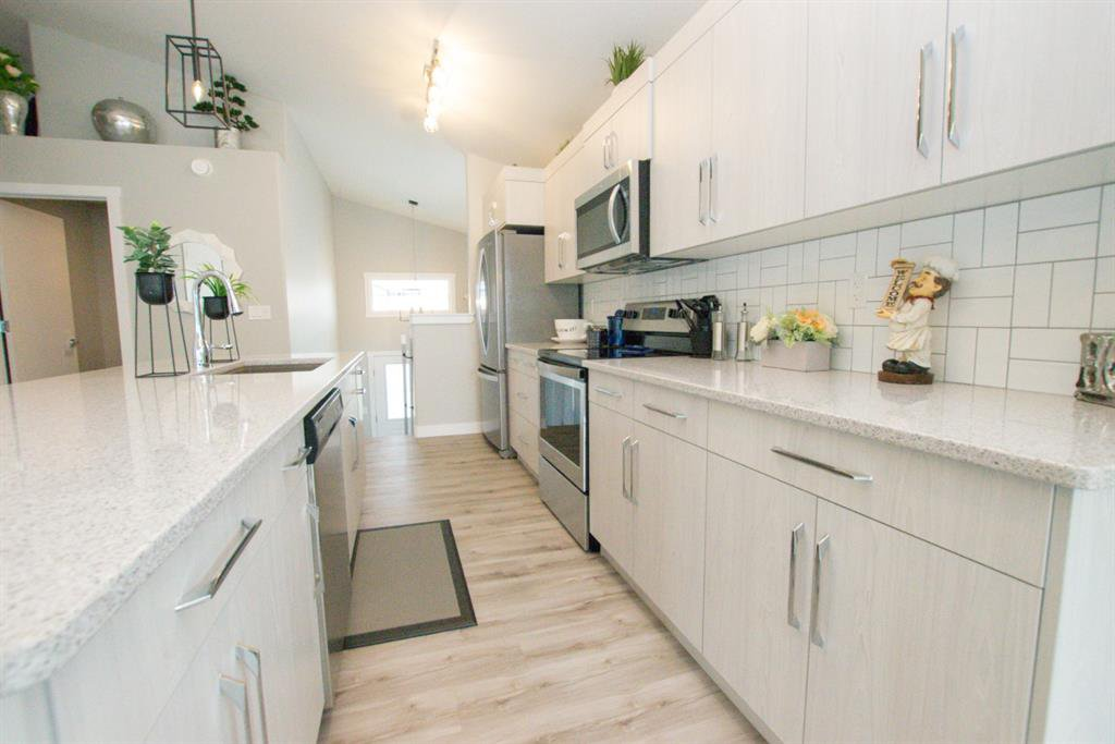 Photo 12: Photos: 34 N Cameron Close in Sylvan Lake: Crestview Residential for sale : MLS®# A1012845
