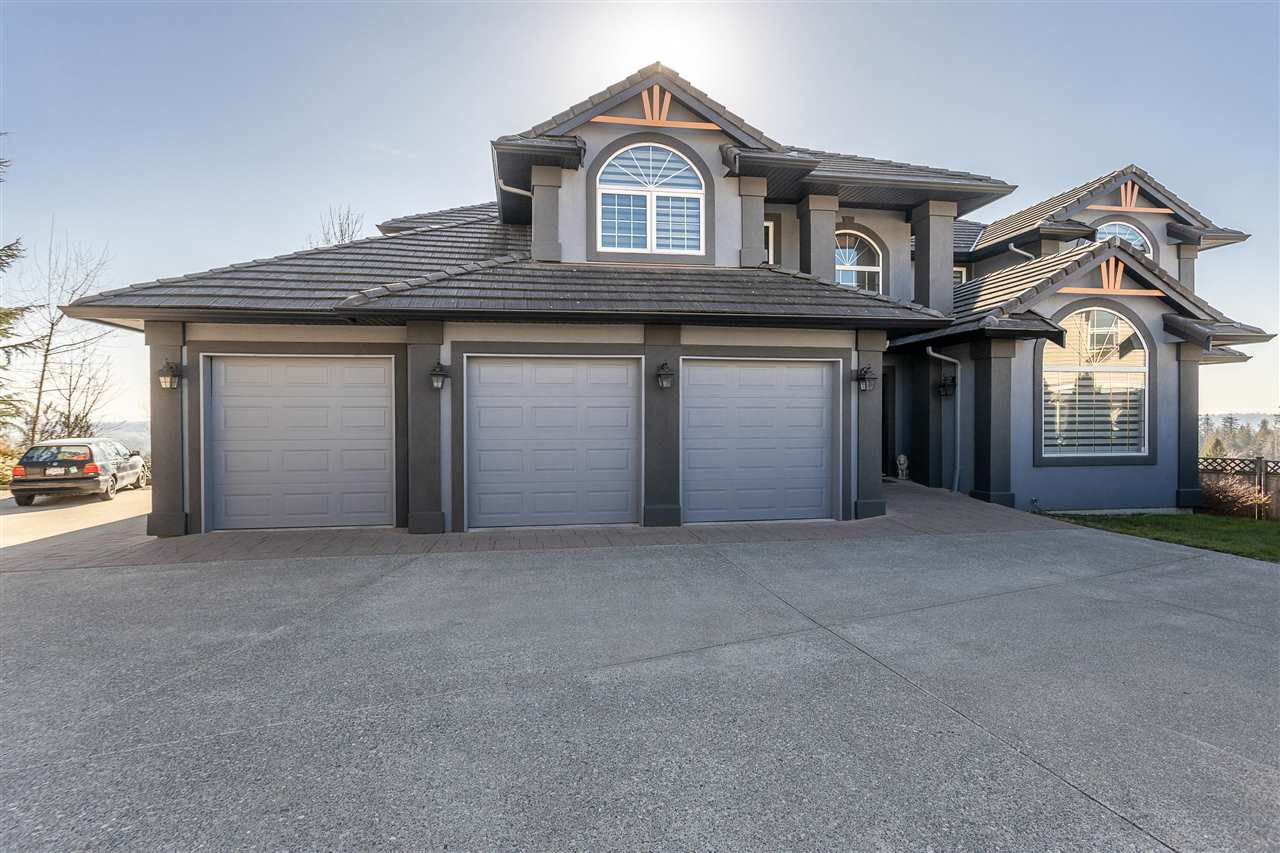 Photo 1: Photos: 32498 BOBCAT Drive in Mission: Mission BC House for sale : MLS®# R2479887