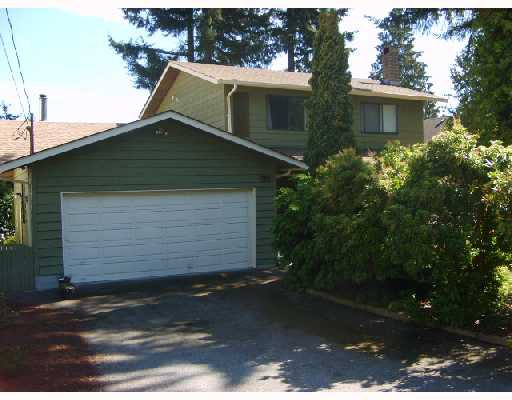 "Main Photo: 560 OCEANVIEW Drive in Gibsons: Gibsons & Area House for sale in ""WOODCREEK PARK"" (Sunshine Coast)  : MLS®# V672375"