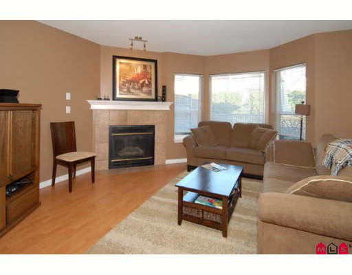"""Photo 2: Photos: 301 16233 82ND Avenue in Surrey: Fleetwood Tynehead Townhouse for sale in """"THE ORCHARDS"""" : MLS®# F2728086"""