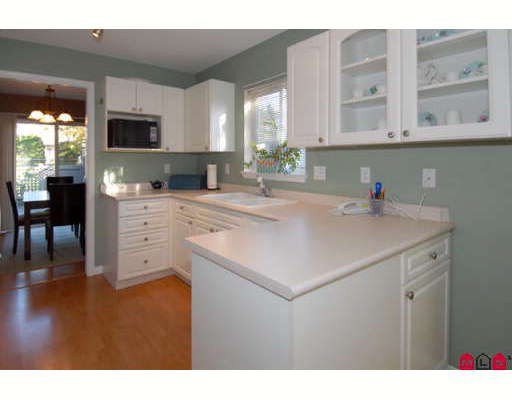 """Photo 4: Photos: 301 16233 82ND Avenue in Surrey: Fleetwood Tynehead Townhouse for sale in """"THE ORCHARDS"""" : MLS®# F2728086"""