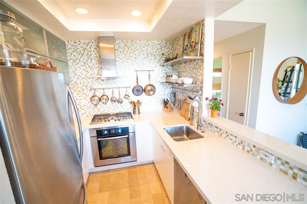 Main Photo: UNIVERSITY CITY Condo for sale : 2 bedrooms : 4435 Nobel Dr #34 in San Diego