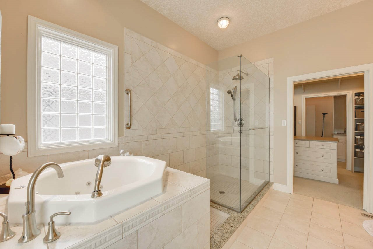 Photo 16: Photos: 1453 WOODWARD CR NW in Edmonton: Zone 22 House for sale