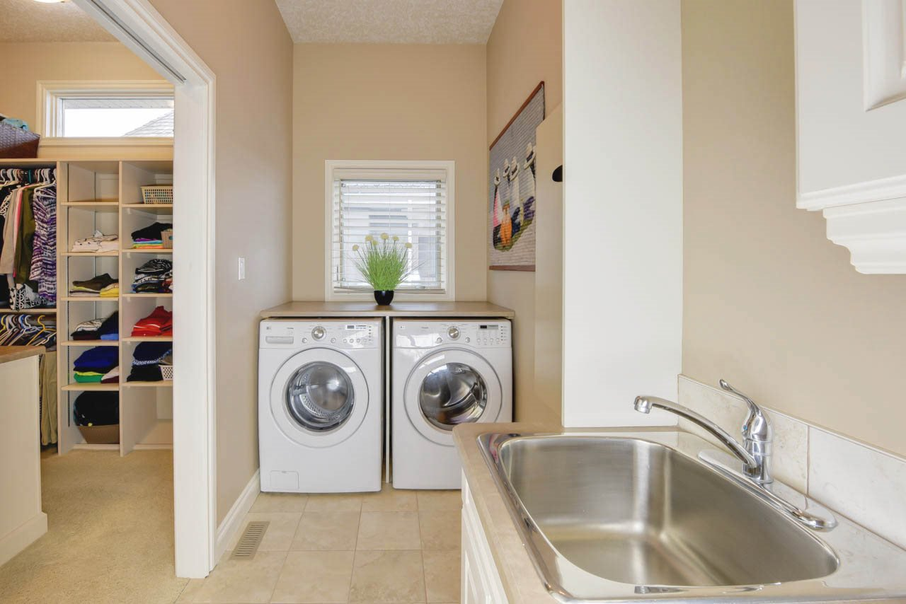 Photo 18: Photos: 1453 WOODWARD CR NW in Edmonton: Zone 22 House for sale