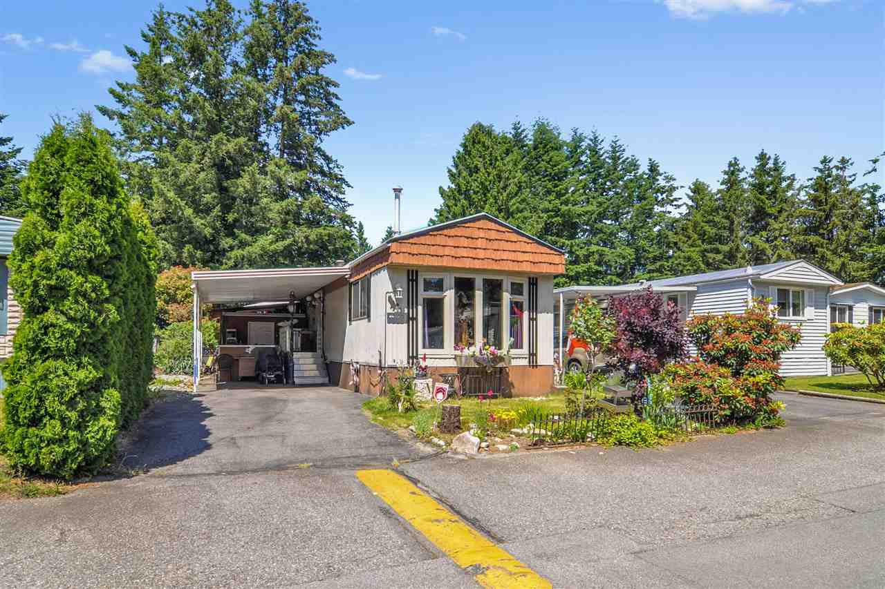 "Main Photo: 33 2305 200 Street in Langley: Brookswood Langley Manufactured Home for sale in ""Cedar Lane Park"" : MLS®# R2465102"