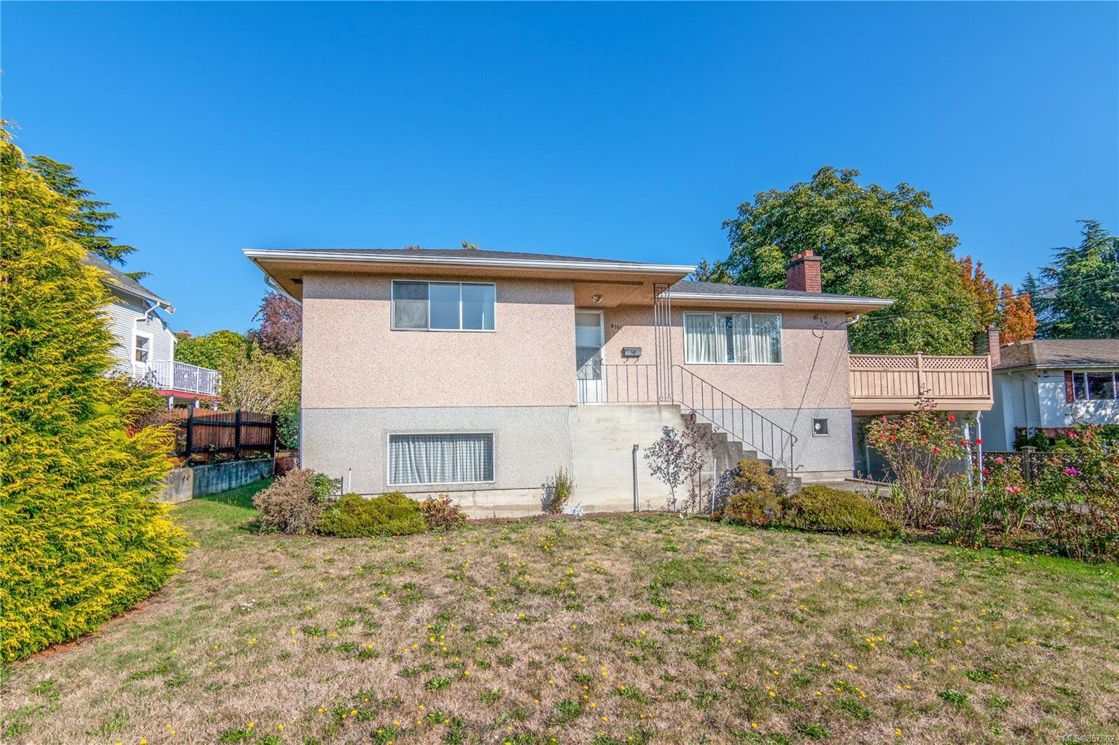 Main Photo: 4101 Carey Rd in : SW Marigold House for sale (Saanich West)  : MLS®# 857802