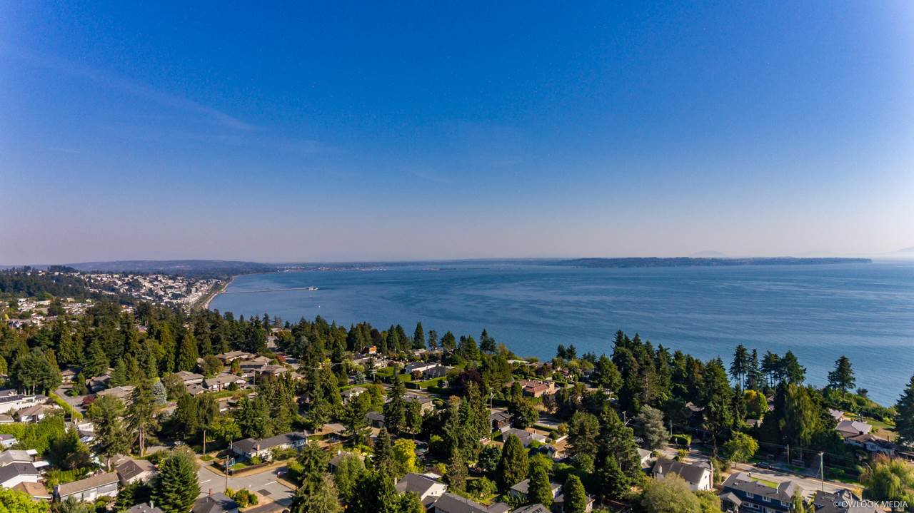 """Main Photo: 13861 MALABAR Avenue: White Rock House for sale in """"White Rock"""" (South Surrey White Rock)  : MLS®# R2514273"""