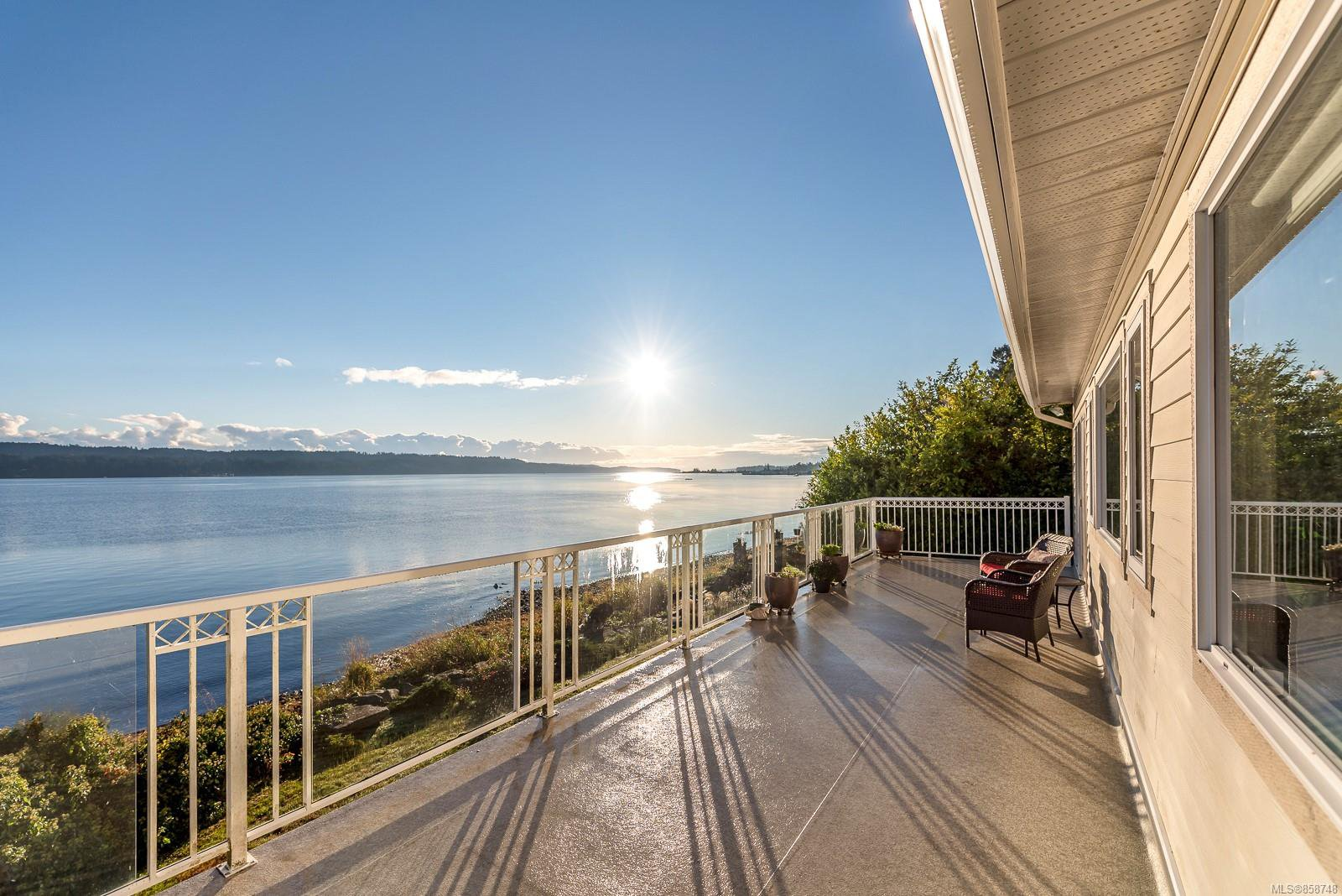 Main Photo: 6684 S Island Hwy in : CV Union Bay/Fanny Bay House for sale (Comox Valley)  : MLS®# 858748